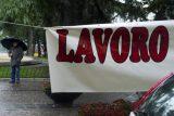Striscioni esposti dai disoccupati davanti al muncipio a Napoli in una foto del 30 novembre 2012. ANSA / CIRO FUSCO